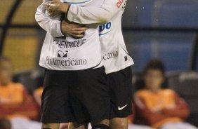CORINTHIANS SP X INTERNACIONAL RS - Marcelo Oliveira cumprimenta Jorge  Henrique pelo gol em a206d3b5039a2