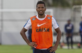 Yago no treino do Corinthians no CT Joaquim Grava