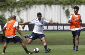 Cristian no treino do Corinthians no CT Joaquim Grava