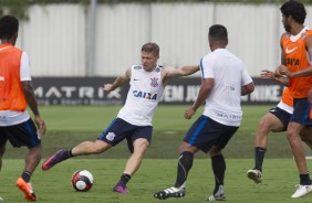 Marlone no treino do Corinthians no CT Joaquim Grava