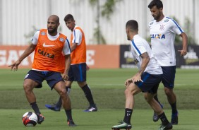 Fellipe Bastos e Gabriel no treino do Corinthians no CT Joaquim Grava