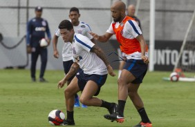 Fellipe Bastos e Giovanni Augusto no treino do Corinthians no CT Joaquim Grava
