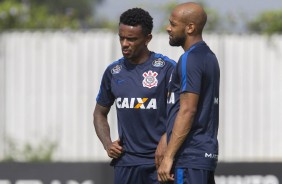 Fellipe Bastos e Paulo Roberto no treino do Corinthians no CT Joaquim Grava