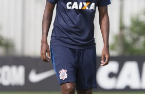 Jô no treino do Corinthians no CT Joaquim Grava