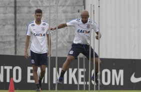 Fellipe Bastos e Léo Santos no CT