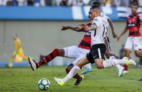 Guilherme Arana segue firme e forte na lateral do Corinthians