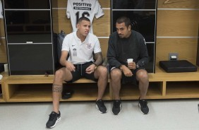 Sidcley e Jr Dutra no vestiário da Arena Corinthians antes do jogo contra o Independiente