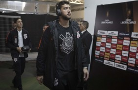 Caíque França na chegada do time ao estádio antes do jogo contra o Colo-Colo, no Chile