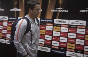Técnico Osmar Loss na chegada do time ao estádio antes do jogo contra o Colo-Colo, no Chile