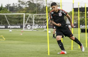 Díaz treina em busca de chance no time titular do Corinthians