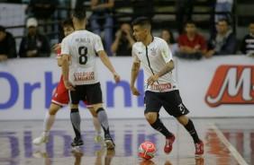 ... Renatinho em jogada contra o Joinville pela final da Copa do Brasil de  futsal ddca4d6df8286