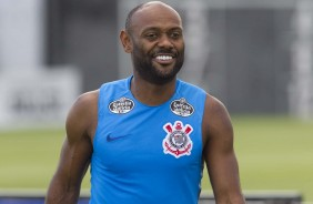 ... Vagner Love já treina no CT Joaquim Grava após ser apresentado ao  Corinthians d95cb7b26f869