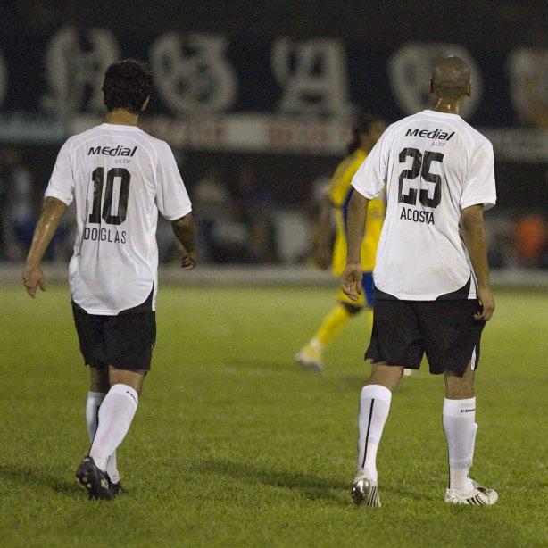 597e67b907e26 Douglas(e) que jogou com a camisa 10 e Acosta que jogou com a camisa25