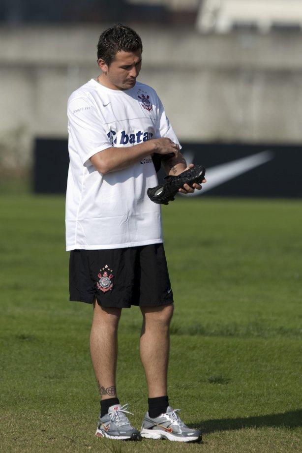 Edgar Balbuena durante o treino do Corinthians realizado esta tarde no  Ecológico do Tiete 82bb792ccb18b