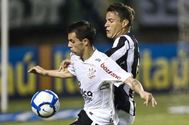 CEARA CE X CORINTHIANS SP - Defederico e Fabricio durante partida válida  pela 8ª rodada do Campeonato Brasileiro de 2010 ... 677ca6b16ed17