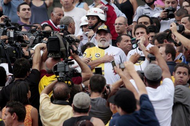 O ex-presidente Luiz Inácio Lula da Silva durante jogo entre Corinthians vs  São Bernardo durante ... 478cace7b1ac5