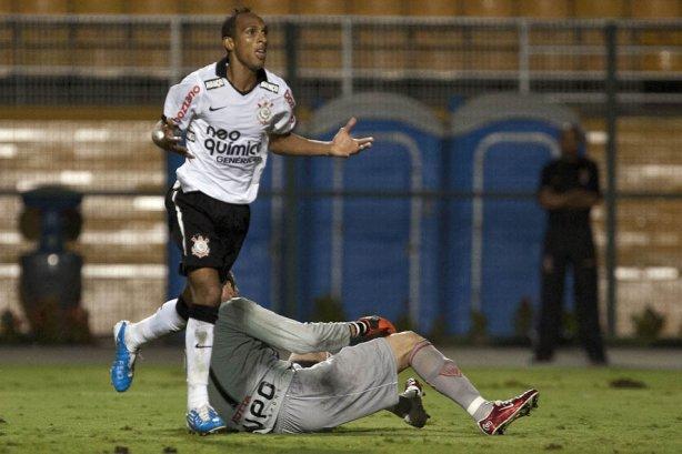Liedson comemora seu segundo gol durante a partida entre Corinthians x Mogi  Mirim 856876443bb87