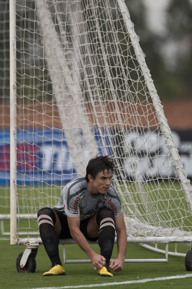 Willian durante treino do Corinthians esta tarde no CT Joaquim Grava, Parque Ecológico do Tiete. O time se prepara para o jogo contra o Palmeiras dia 01/05, à tarde, no estádio do Pacaembu, pelas semi-finais do Campeonato Paulista 2011