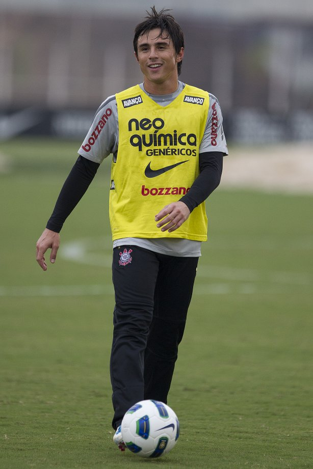 Willian durante treino do Corinthians esta tarde no CT Joaquim Grava, no Parque Ecológico do Tiete. O time se prepara para o jogo contra o Grêmio, domingo a tarde, dia 22/05, no estádio Olímpico, em Porto Alegre, pela 1ª rodada do Brasileirão 2011