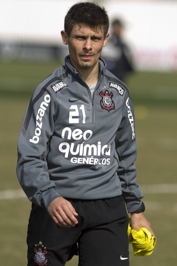 Alex durante treino do Corinthians esta manhã no CT Joaquim Grava, no Parque Ecológico do Tiete. O time se prepara para o jogo contra o São Paulo, dia 26/06, domingo a tarde, no estádio do Pacaembu, pela 6ª rodada do Brasileirão 2011