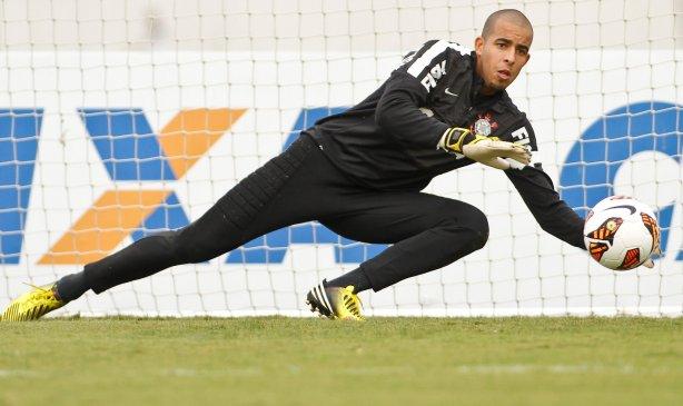 O goleiro Danilo durante Treino do Corinthians realizado no CT Joaquim Grava 9010cd6076c88
