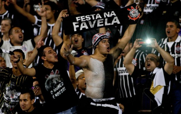 Torcida do Corinthians comemora Titulo da Recopa durante partida válida  pela final da Recopa Sulamericana a639474aa7977