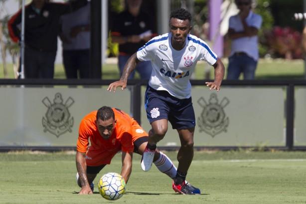 Paulo Roberto em jogada durante o jogo treino contra o Atibaia 5d60e7c85b05c
