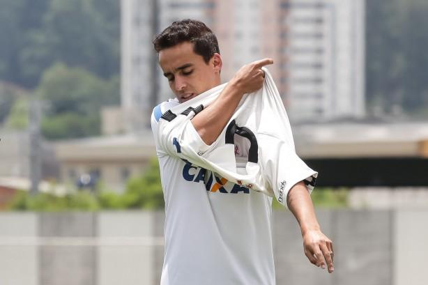 4e74e30667 Jadson veste a camisa do Corinthians durante sua apresentação no CT