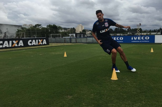Pedro Henrique treinando no CT
