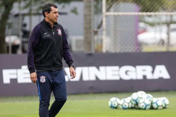 Treinador Fábio Carille inicia preparação e montagem do time para duelo contra o Santos