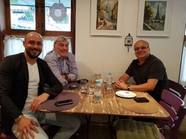 Corinthians se reúne com empresário de Pablo e avança para manter zagueiro