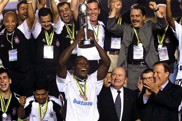 Com 30 mil corinthianos no Maracanã, o Timão foi conquistou o seu primeiro Mundial da Fifa em 2000