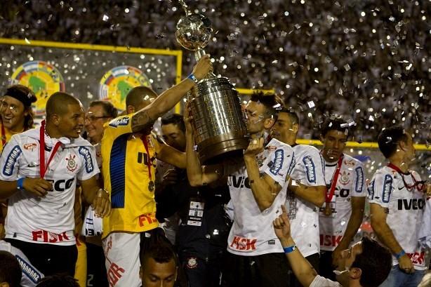 Invicto, o Corinthians conquistou o título inédito da Libertadores em 2012