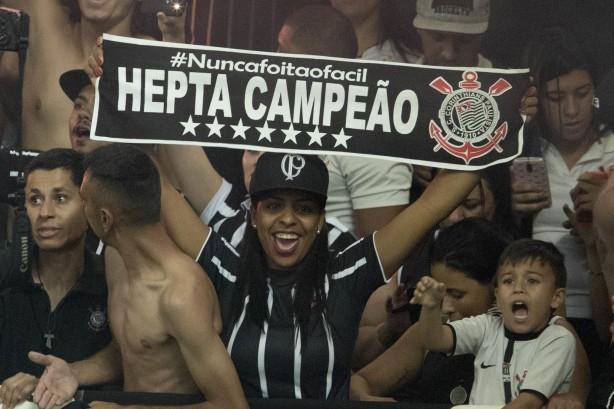A torcida compareceu e lotou a Arena Corinthians na partida que garantiu o  heptacampeonato 921cc28ca6309