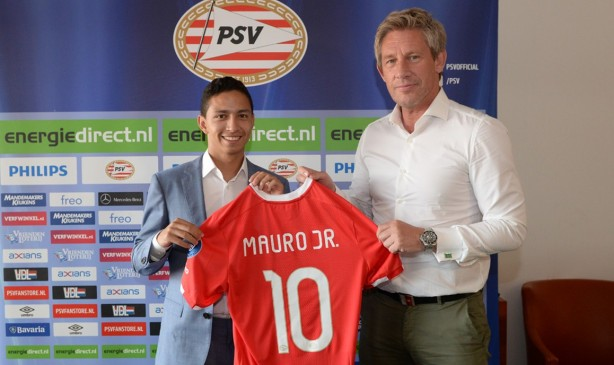 Mauro Júnior durante sua apresentação no PSV, em junho/17
