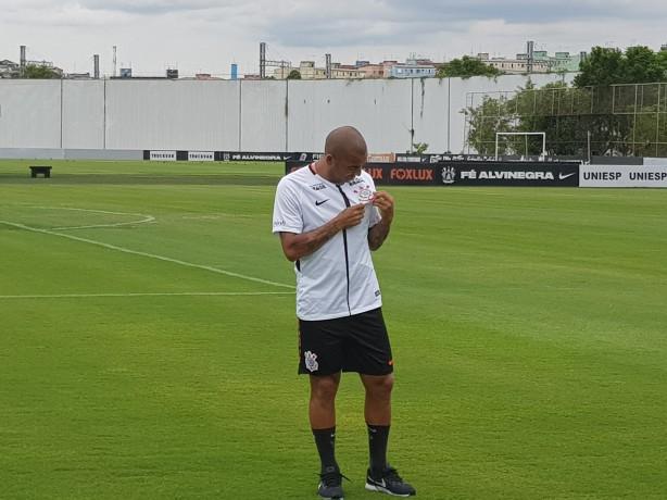 Em vídeo do Corinthians, Emerson Sheik diz: