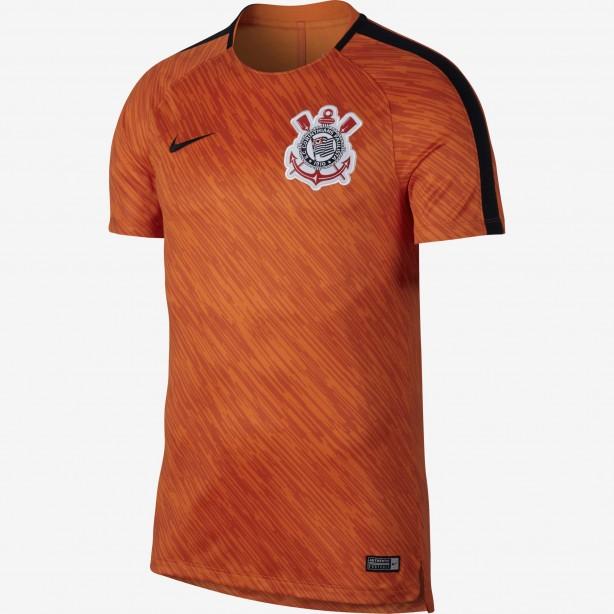 Versão 2018  Nike inicia venda de camisas do Corinthians para treino ... 97583aca4ed5f