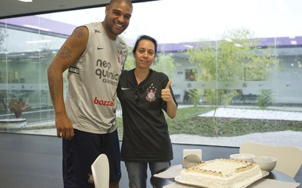 Chris Neves ao lado de Adriano no Corinthians
