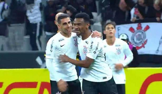 Paulo Roberto comemora gol sobre Cruzeiro f8d26feced36f