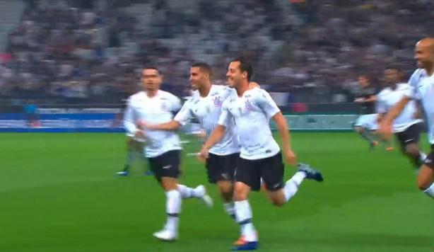 Rodriguinho corre para o abraço ao marcar golaço diante do Botafogo 4a6b09372ff89