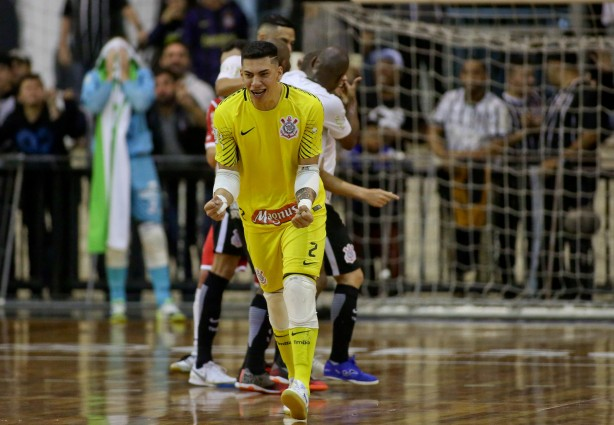 Goleiro Obina marcou contra o Joiville 3431e7387b294