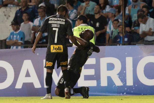 448b06c2105 Sornoza e Love enlouquecidos com a classificação do Corinthians diante o  Racing
