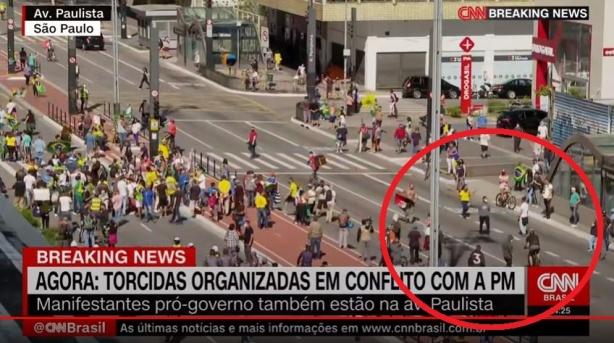 Corinthianos protestam por democracia na Paulista; PM usa bombas ...
