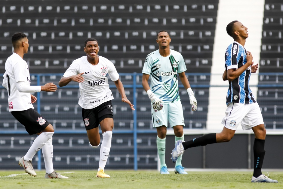 Felipe Augusto na estreia do Corinthians pelo Brasileiro Sub-20