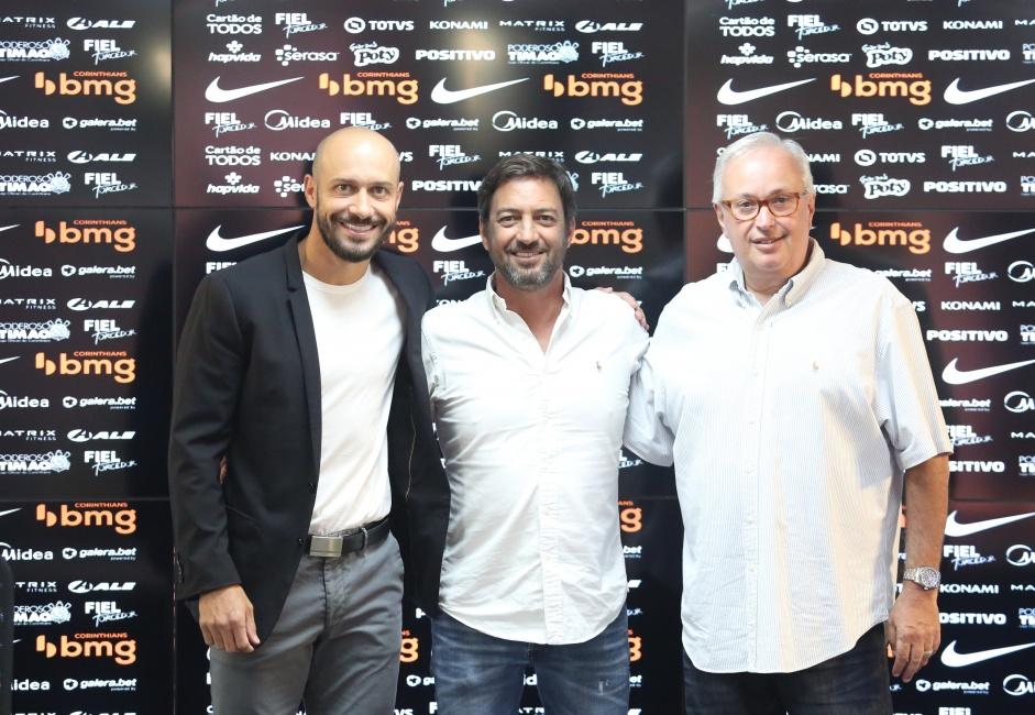 Corinthians agenda reunião com treinador nesta terça-feira, afirma jornalista