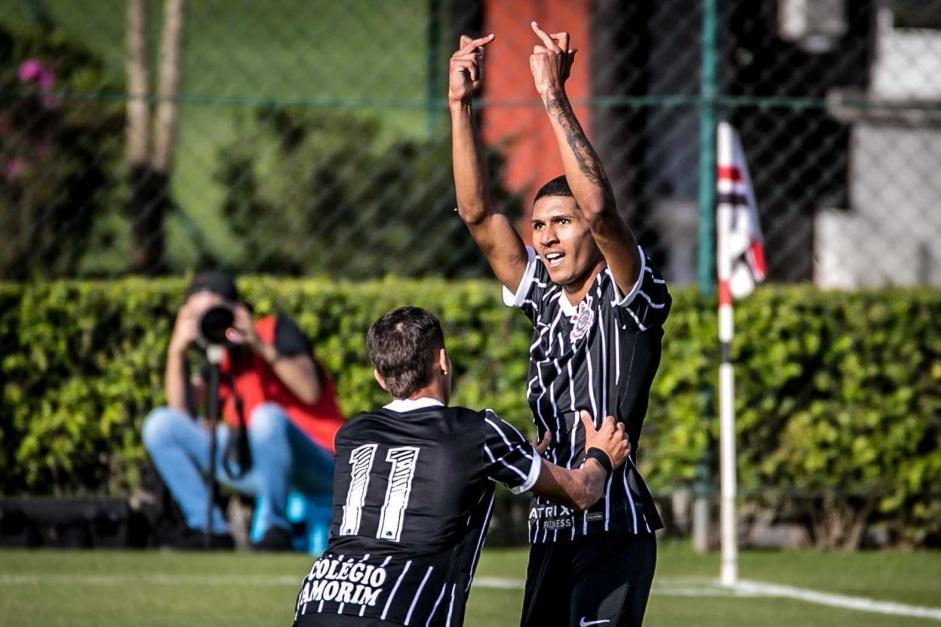 Antony durante jogo entre São Paulo e Corinthians, pelo Campeonato Brasileiro Sub-20
